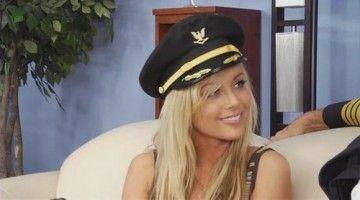 Очаровательная стюардесса