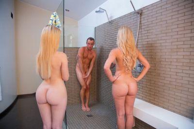 Завалились к парню в душ
