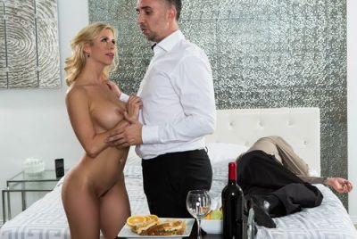 Обозлившись на вырубившегося супруга, затрахала официанта