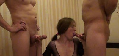 С двумя новыми парнями в гостинице