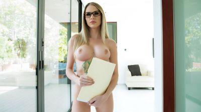 Дженна Джонс после салона голая пришла на работу ради секса