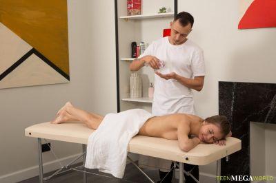 Ева - очень специальный массаж