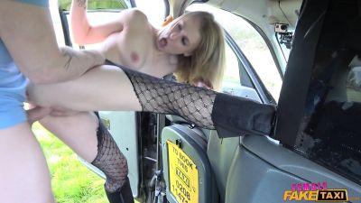Кармель Андерссон - Маленькая блондинка дает отличный секс