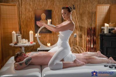 Стейси Круз чешская девушка скачет на члене, пропитанном маслом